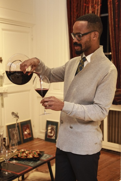 ANTHONY HUBAULT SOMMELIER AU TRAVAIL